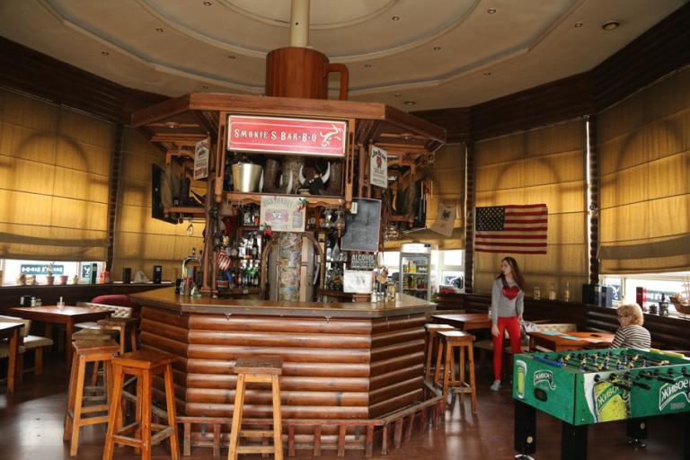 smokies Smokies je pivny pub v centre pezinka, ktory capuje 5 druhov piv a v ponuke ma viac ako 30 druhov belgickych a anglickych piv hľadáme čašníčku, barmana, barmanku do smokies.
