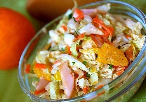 Салат с курицей и апельсинами орехи