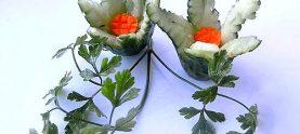 Цветок из огурца и моркови